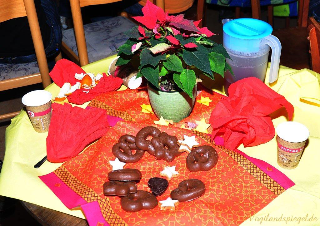 gro e weihnachtsfeier mit greizer asylbewerberkindern in. Black Bedroom Furniture Sets. Home Design Ideas