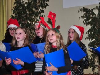 Chor der Lessing-Regelschule lud zum Weihnachtssingen ein