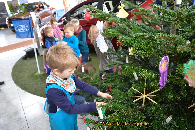 Gaststätte Tannenbaum.Ford Auto Horlbeck Gmbh Kinder Schmücken Liebevoll Den Tannenbaum I